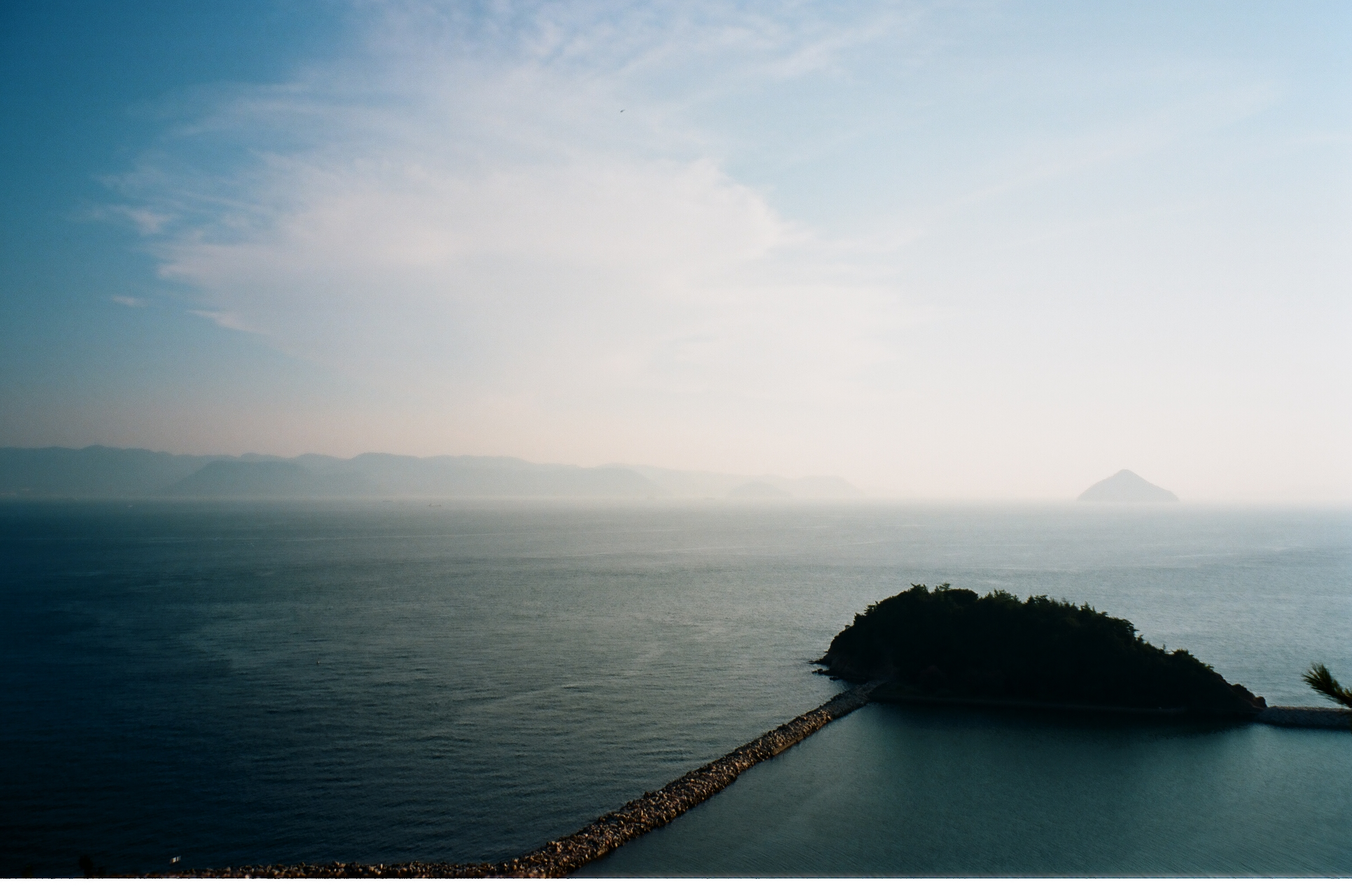 Seascape from Naoshima. Photo by Chiu Heiyan.